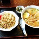 みつば屋 - 料理写真:チャーシュー麺+半チャーハン