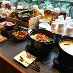 53312424 - スープ、温野菜、サラダ、など