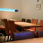 月うさぎ - テーブル4×2席。