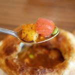 53314767 - バターチキンと夏野菜のパイ包みスープカレー