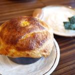 53314774 - バターチキンと夏野菜のパイ包みスープカレー ¥1,500
