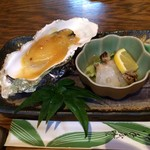 じんだんぼ - ディナーコースの牡蠣と酢の物。       美味し。