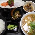 竹乃家 - 料理写真:豚汁と三種小鉢定食(1000円)