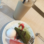 カロローゾ - 抹茶ケーキ、桃、ライチシャーベット