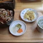 メイ カフェ - 石上極豚使用 特製ぶた丼(680円)
