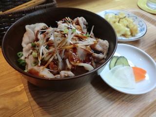 メイ カフェ - 石上極豚使用 特製ぶた丼