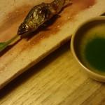 菊乃井 - 鮎の塩焼き!目の前で焼き上げはるから       そとつどアツアツやねん