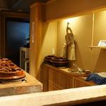 喰善 あべ - 店内、大きい土鍋の焼き場
