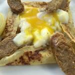 53337480 - イタリアンソーセージの半熟卵をカット