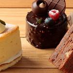ナチュラルプレイス - パティシエ自信作のケーキが揃う