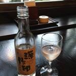囲炉里庵 花水木 - 源作印ワイン(白)ハーフボトル 2000円