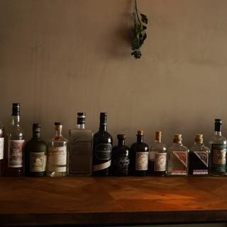 個性豊かなクラフトジンは30種類以上。飲み比べも楽しめます。