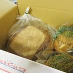 ブーランジェリー ドリアン - 結構重いので、百貨店・福屋八丁堀店の上階にある郵便局からゆうパックで送りました。 同じく重い『呉のメロンパン』も一緒です♪