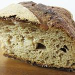 ブーランジェリー ドリアン 八丁堀店 - パンは本当に味わい深いです。『熟成肉』ならぬ『熟成パン』のイメージです。