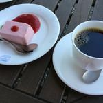 53344544 - いちごのババロアとコーヒー