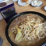 尾道ラーメン八八 - 料理写真:味噌ラーメン700円 ギャバンの業務用缶と大きさ比べてよ