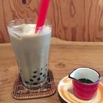 MAI-MAI WARUNG - ブラックタピオカ入り豆乳抹茶カフェオレ