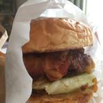burger house UZU - 【テイクアウト】アップルウッドスモークベーコンチーズバーガー(1350円)