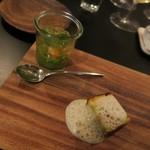 53356727 - 蚕豆とベーコンのケークサレ グリンピースのピュレと天使の海老のマリネ