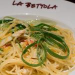 ラ・ベットラ・ダ・オチアイ - ズワイ蟹と九条葱のからすみスパゲッティ