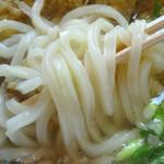 港屋 千兵衛 - 「肉ごぼう天うどん」平打ちの細麺