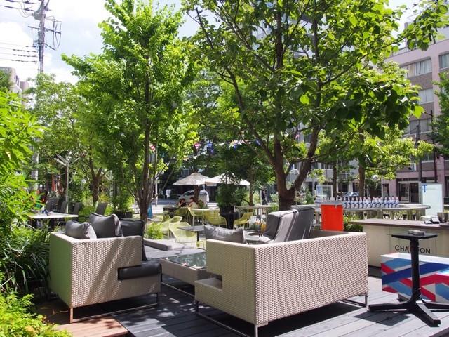 グッドモーニングカフェ  神田錦町 - 木々が多く素敵なテラス席