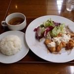 トーティラ フラット - この日のランチは、鶏肉のエスカベーチェ 南蛮仕上げで、ライスとスープ、サラダ付きです。