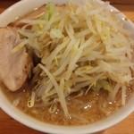 らーめん影武者 - ラーメン 野菜マシ、ニンニクマシ、肉1枚追加(16-07)
