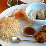 パウハナ - 三種盛り(今回はエビマヨ、水餃子、鶏つくね をチョイス)エビマヨはチリマヨソースをかけてるタイプです。