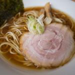 らーめんキッチン いいづか - 料理写真:丸鶏の醤油らーめん(限定 店長謹製中太面)
