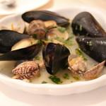 ポジリポ エ ナプレ - 貝類の白ワイン蒸し