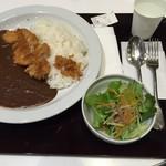 肉処 壱丁田 - もち豚カツカレー880円。 サラダ付いています。