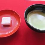 53369038 - 抹茶と和菓子のセット