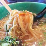 とろみや - 麺はストレートのややカタ麺。 とろみのあるスープに合います。