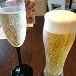 53377762 - スパークリングと生ビール