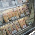53377976 - 冷蔵ケースの中