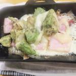 立呑みもつ焼処 柏二丁目酒場 - ABC焼き300円。アボカド美味そうです(2016.6.25)