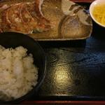53381421 - ランチセット Eセット                        餃子・半ライス・漬物