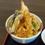手打ちそば 弥栄 - 天丼。味わいは好いが愚生的にはさらっとした丼ダレが好い。