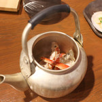 毎日!北海道物産展 ネオ炉端 道南農林水産部 - お通しのタラバ蟹のやかん蒸し☆
