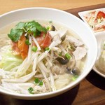 トマトチャーンノーイの麺を国産おぼろ豆腐に置き換えたヘルシーメニュー