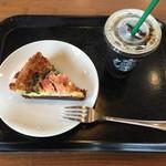 スターバックスコーヒー - 料理写真:アイスコーヒーS280円、ベーコンとほうれん草のキッシュ380円です。
