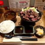 佰食屋 すき焼き専科 -  国産牛サイコロステーキ定食