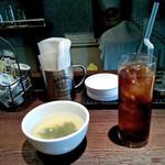 """53388189 - """"日替りランチ""""のアイスティーとスープ"""