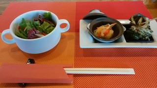 ビアダイニング 王様の食卓ウエスト - 「サラダ」と「スズキのエスカベッシュ&サザエのガーリック焼き」
