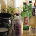 シクタン - 生マッコリ、韓国焼酎など80種類以上のドリンクがあります。