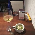 53391450 - 白ワイン580円とサラダ
