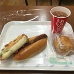 焼きたてパン売場 - 料理写真:こんだけ合わせて391円!