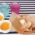 53393676 - お冷とランチセットのスープ・バゲット