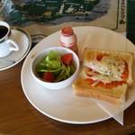 カフェ・カレドニア - ブレンドコーヒー(350円)とモーニング(ピザトースト、サラダ、乳製品)